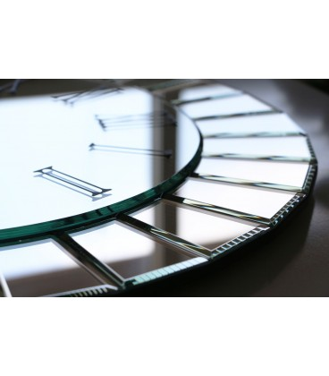 ساعت دیواری آینه ای طرح ویکتور