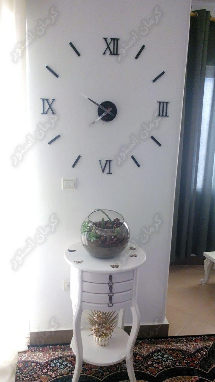 نمونه نصب شده ساعت دیواری طرح مدرن رومی مشکی