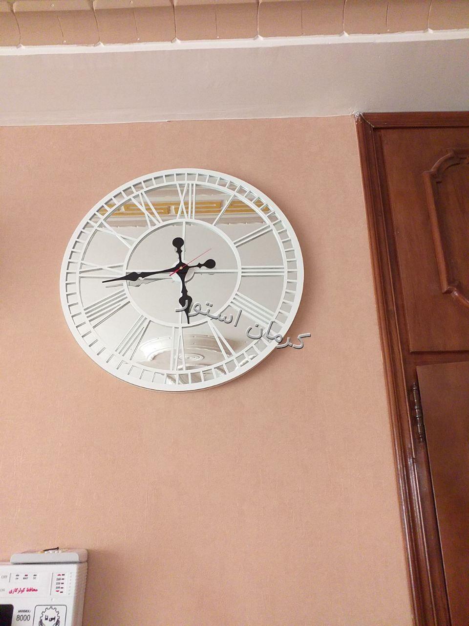 نمونه نصب شده ساعت دیواری طرح گراند